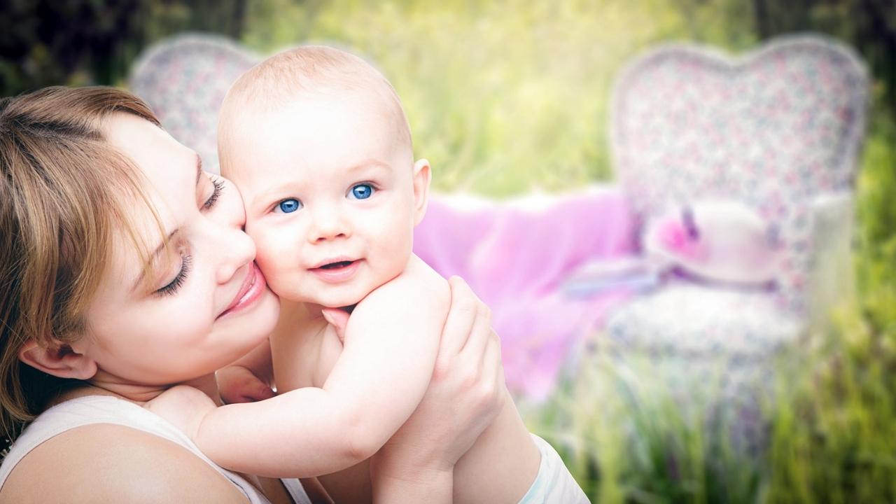 donner le seins à bébé